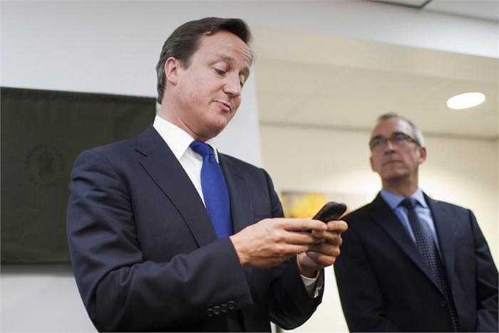 Blackberry được lựa chọn bởi một nhà lãnh đạo cao cấp khác, đó là Thủ tướng Anh David Cameron.