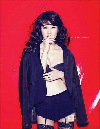 Nữ diva Hồng Nhung cũng có bộ ảnh trong troang phục bikini gây sốt.