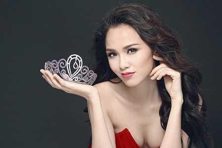Diễm Hương đang vướng vào scandal ồn ào sau khi bị phanh phui đã đăng ký kết hôn mà vẫn tham dự cuộc thi Hoa hậu hoàn vũ.