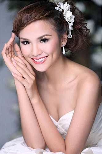 Sau khi gian dối để tham dự cuộc thi nhan sắc quốc tế, Hoa hậu thế giới người Việt tiếp tục ồn ào với chồng cũ quanh chuyện tài sản và các mối quan hệ phức tạp.