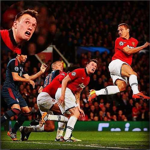 Hình ảnh khuôn mặt biểu cảm hài hước của Phil Jones cũng lan truyền rộng khắp trong cộng đồng fan Man Utd
