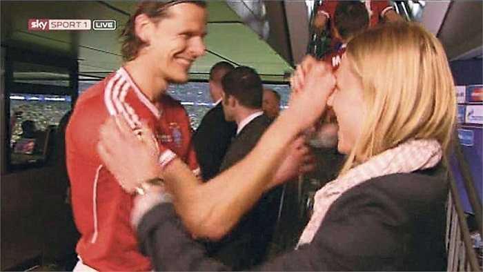 Họ là những quý ông rất tốt. Không ai trong CLB đối xử tệ với tôi, họ đều tôn trọng tôi', Kathleen ca ngợi các sao Munich và ban huấn luyện đội bóng nước Đức.