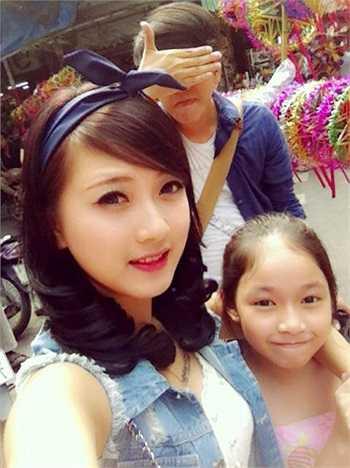 Vũ Thị Thúy Loan (25 tuổi) là giáo viên Lịch sử một trường quốc tế ở TP HCM. Ngoài công việc chính là đứng lớp, cô giáo Loan còn có khả năng vẽ, hát và thiết kế thời trang.