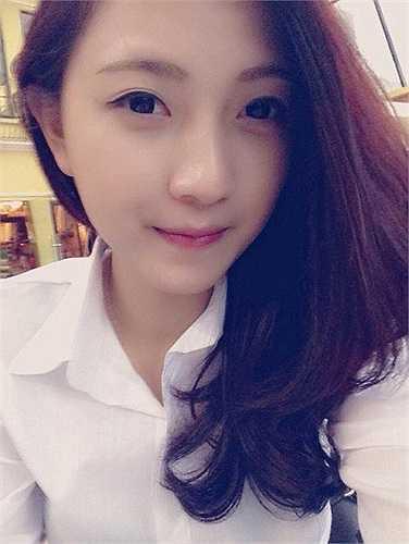 Thúy Ngân sinh năm 1991. Cô là một trong những giáo viên trẻ nhất của trường tiểu học Tân Định.