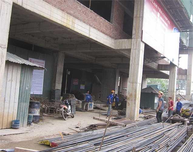 Trên công trường xây dựng dự án đang được gấp rút triển khai. Dự án AZ Lâm Viên đã chậm gần 1 năm so với dự kiến. Vì thế, việc tái khởi động Dự án là hành động nhằm lấy lại niềm tin của khách hàng đối với chủ đầu tư.