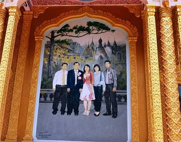 Tranh vẽ gia đình ông Trầm Bê tại chùa Ba Sát (huyện Trà Cú, Trà Vinh). Chùa Ba Sát là ngôi chùa cổ, được đại gia Trầm Bê bỏ 6 tỷ trùng tu, xây dựng lại.