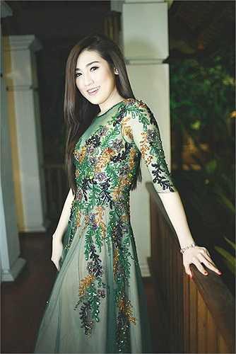 Cô là một số ít trong những mỹ nhân Việt biết cách ăn mặc để khiến mình đẹp hơn trong mắt người đối diện.