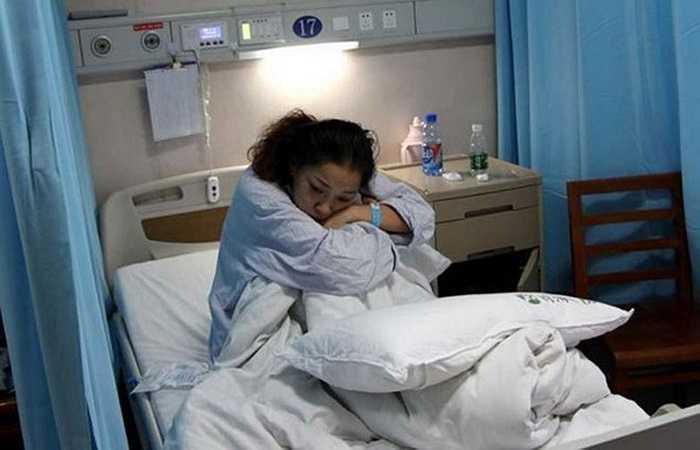 Chị Zhou sau phẫu thuật với niềm an ủi rằng con trai vẫn sống cùng chị cho đến cuối đời nhờ phần thận được ghép