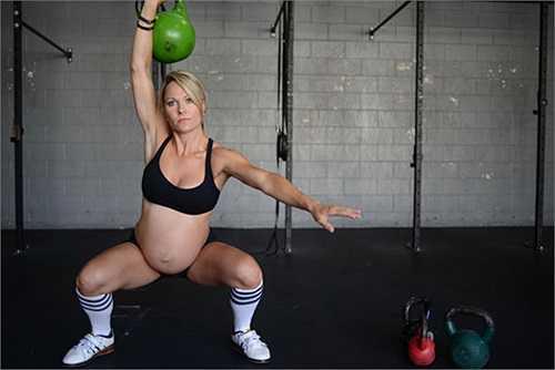 Hiện tại, cân nặng của cô còn ít hơn cả trước khi mang bầu nhưng Ellison cho rằng, đó là dấu hiệu cô phải tập nhiều hơn nữa để thân hình săn chắc hơn.