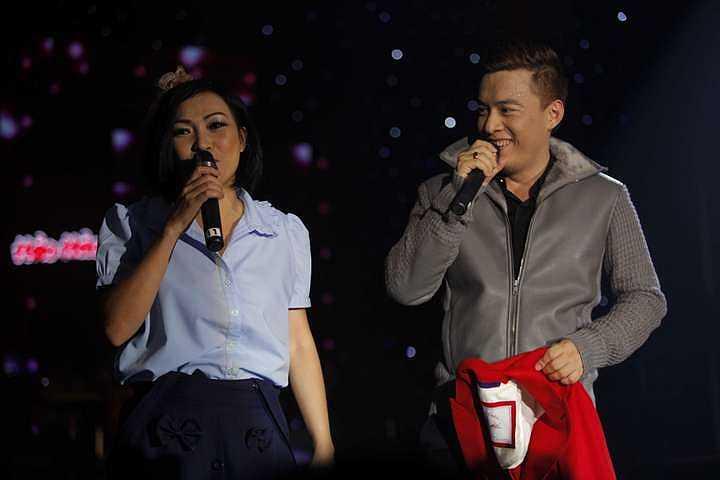 Trẻ trung, gần gũi và cháy hết mình, Lam Trường đã giữ được phong độ của một trong những ngôi sao ca nhạc được nhiều khán giả yêu thích nhất khi hát xuyên suốt gần 100 phút của chương trình với gần 30 ca khúc.