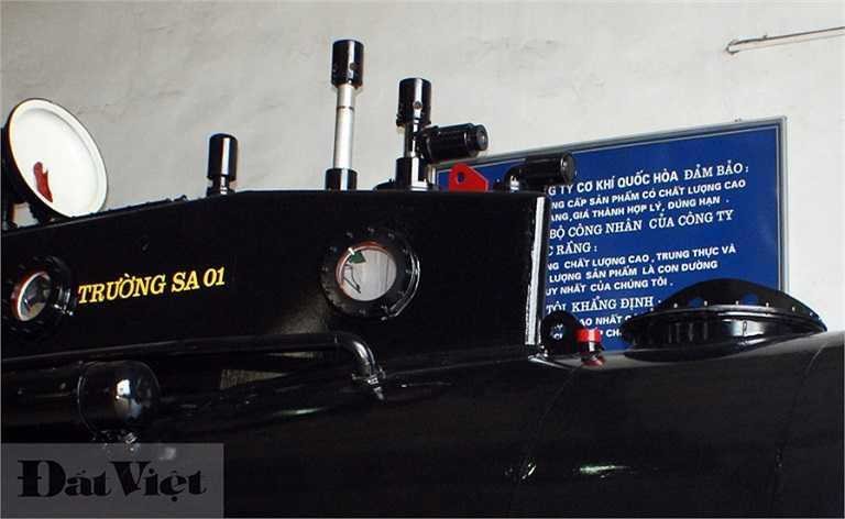 Tên Tàu ngầm Trường Sa 01 được sơn chữ vàng