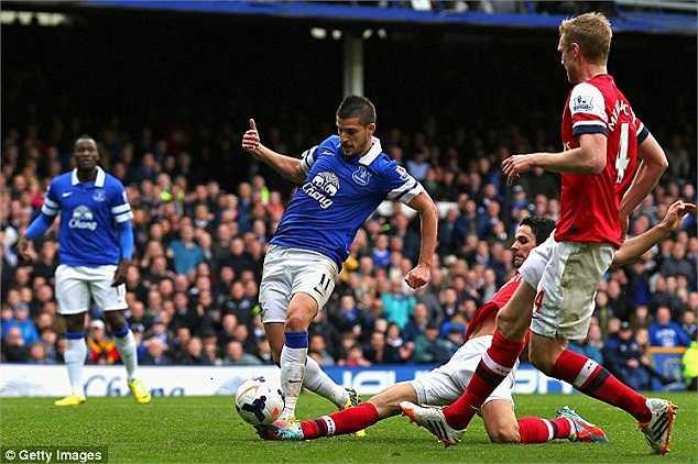 Bàn thắng ấn định tỉ số 3-0 cho Everton được ghi do công của... Mikel Aterta bên phía Arsenal. Cựu cầu thủ của The Toffees đã tự đốt lưới nhà sau một nỗ lực truy cản đối phương