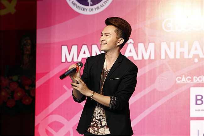 Với giọng hát ngọt ngào và nhẹ nhàng, Maria Đinh Phương Ánh nhận được sự hưởng ứng rất lớn từ khán giả.