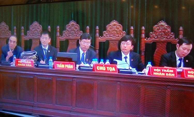 Hội đồng xét xử phiên tòa hôm nay.