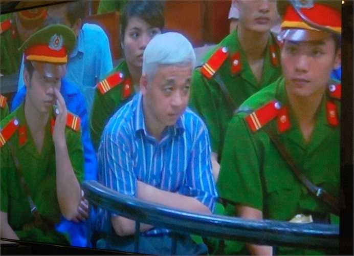 Bị cáo Nguyễn Đức Kiên khá điễm tĩnh tại phiên tòa.