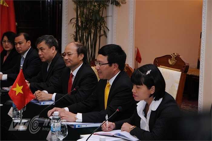 Phó Thủ tướng, Bộ trưởng Ngoại giao Phạm Bình Minh và các thành viên đoàn Việt Nam