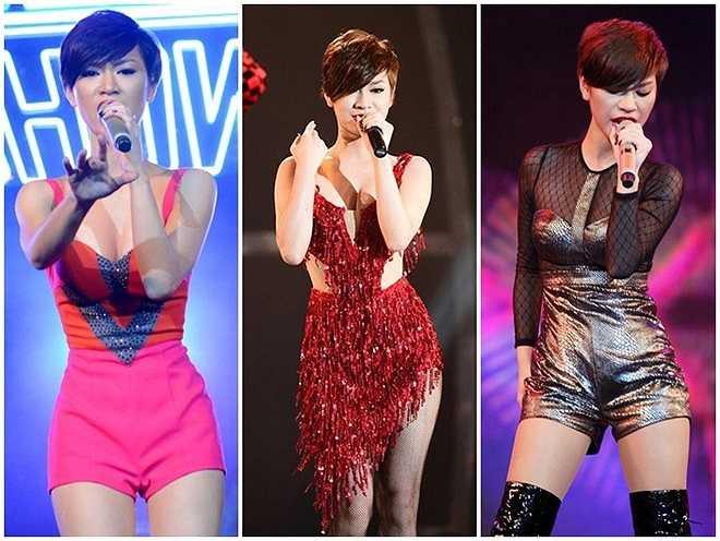 Trà My là một trong những tín đồ thời trang jumpsuit của showbiz Việt. Trên nhiều sân khấu âm nhạc, mẫu trang phục này giúp cô khoe đôi chân thon gọn.