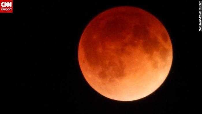 Jason Asselin, ngụ tại East Kingsford, bang Michigan, tiết lộ, anh suýt lỡ dịp ngắm mặt trăng máu do ngủ quên và đã may mắn tỉnh dậy đúng thời điểm nguyệt thực toàn phần bắt đầu.