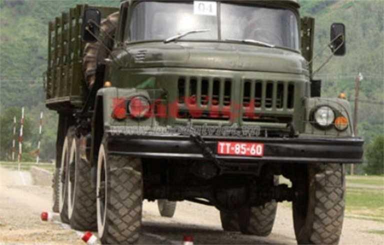 Các biến thể của ZIL-131 gồm có đầu kéo ZIL-131V, xe tải lật ZIL-131D và xe bồn chứa nước hoặc nhiên liệu. Ngoài ra xe còn đường dùng làm bệ cho hệ thống hỏa tiễn Grad-1 với 30 ống phóng.