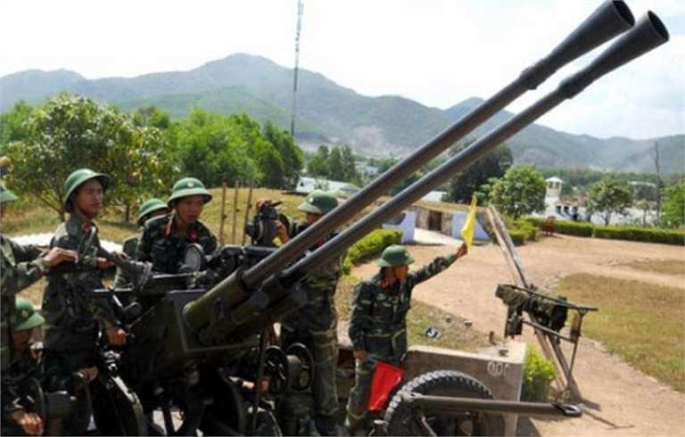 Pháo có khả năng bắn mục tiêu trên không ở tầm thấp xa tới 3,5 km (mục tiêu mặt đất là 8,5 km), tốc độ bắn 160-180 phát/phút.