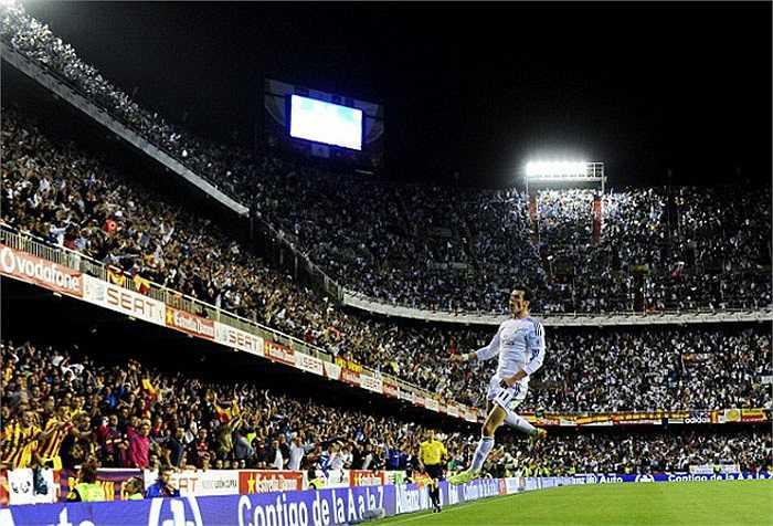 Trận El Clasico thứ 3 trong mùa giải chỉ được định đoạt ở phút 85 nhờ siêu phẩm của Gareth Bale