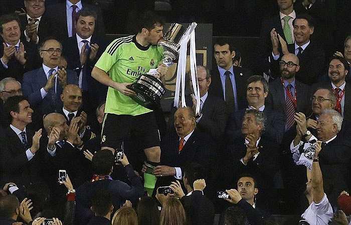 Casillas trong giây phút lịch sử