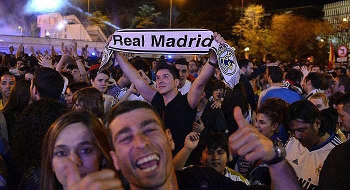 CĐV Real Madrid ngất ngây vì chiến thắng trước Barca