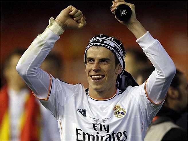 Gareth Bale thì trông chẳng khác nào một thổ dân với chiếc khăn quấn trên đầu