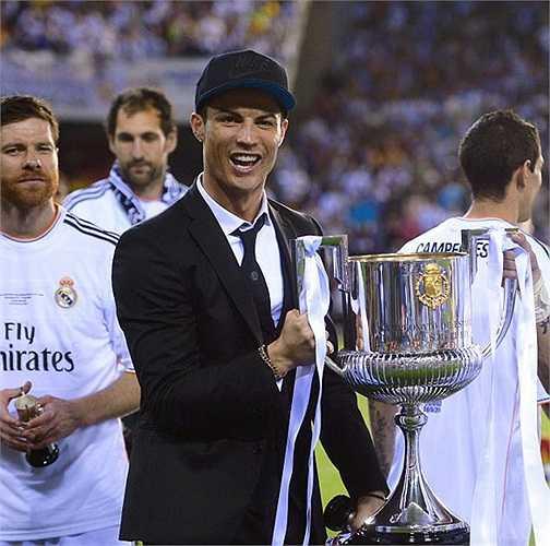 Không tham dự chung kết Cúp Nhà vua nhưng Ronaldo vẫn cổ vũ nhiệt tình cho đồng đội