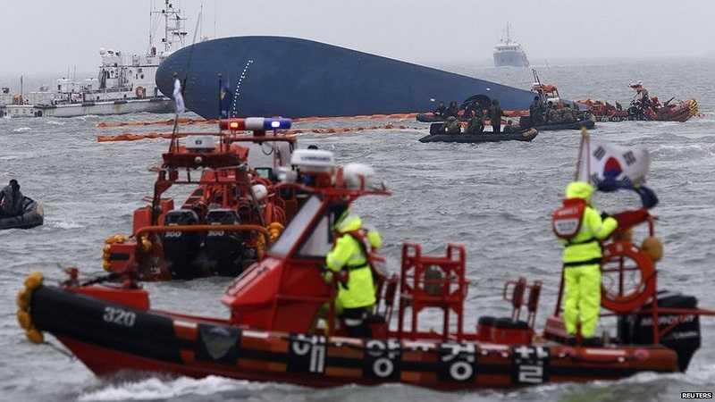 Hàn Quốc vẫn đang nỗ lực tìm kiếm người sống sót trong vụ chìm phà
