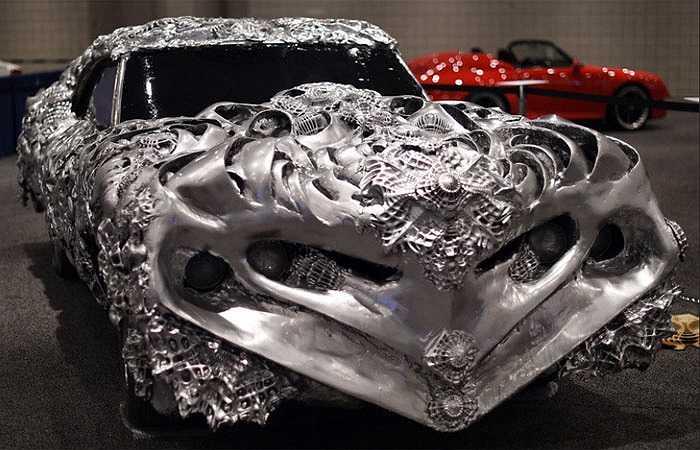 Mẫu xe siêu quái do nghệ sĩ Ioan Florea cũng là một trong những điểm nhấn khó bỏ qua tại sự kiện này.