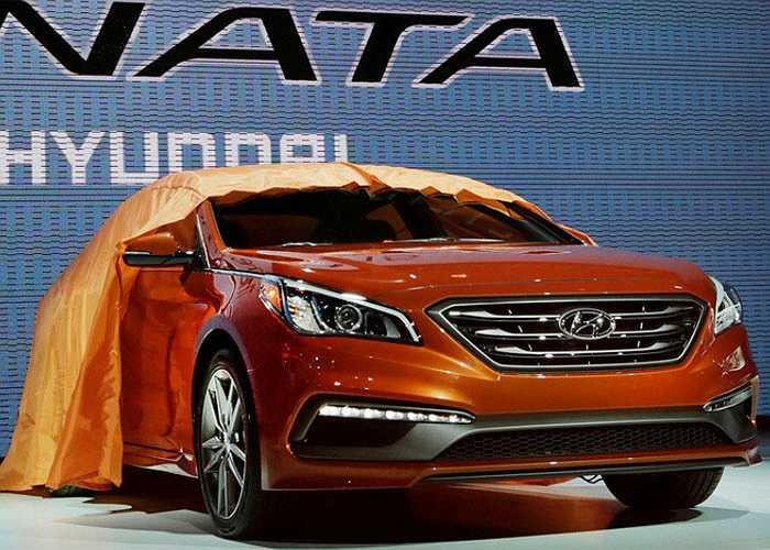 Đối thủ trực tiếp của Toyota Camry, Hyundai Sonata cũng ra mắt phiên bản mới tại sân chơi này.