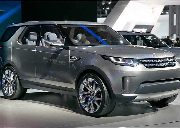 Land Rover Vision, dòng xe sở hữu công nghệ mới với khả năng nhìn xuyên thấu mui xe bằng hàng loạt camera hiện đại.