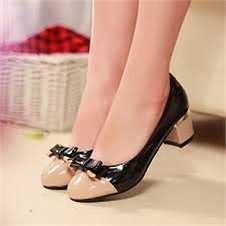 Bạn không nên sở hữu một đôi giày có những tính chất sau: chiều cao trên 4-6cm, mũi giày quá nhỏ, chất liệu quá cứng nhắc…