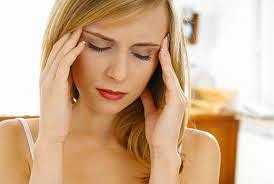 Lưu thông máu: Đi giày cao gót nhiều sẽ cản trờ sự lưu thông máu lên não, nếu kéo dài sẽ dẫn đến cảm giác đau đầu, hoa mắt, chóng mặt.
