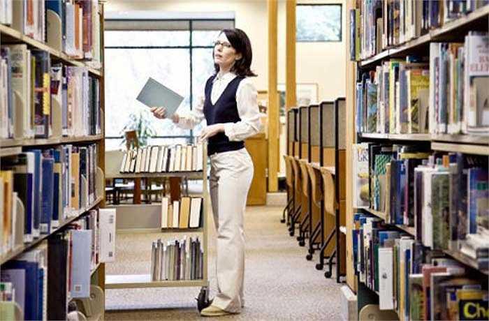 Quản lý thư viện có thu nhập trung bình 34.000 USD/năm. Cục Thống kê Lao động báo cáo rằng có 148.000 thủ thư làm việc tại Mỹ. Có lẽ công việc này không dành cho người năng động, không ưa đọc sách và sự yên tĩnh ở thư viện.