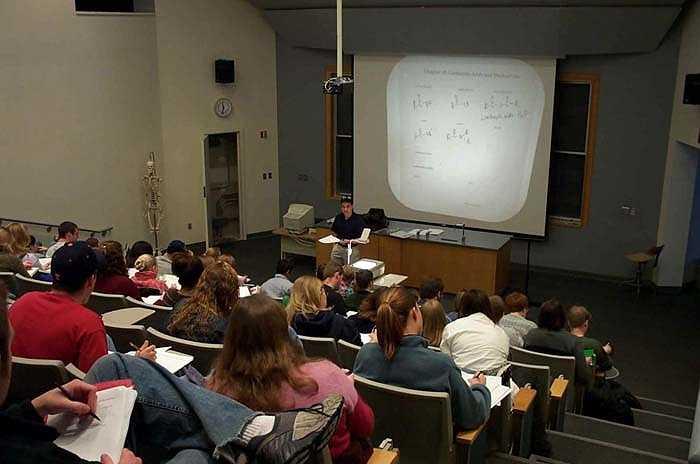 Giáo sư đại học: Có thu nhập trung bình 84.000 USD/năm. Nhưng nhiều quan điểm cho rằng giáo sư có khối lượng công việc nhiều hơn hẳn một giáo viên và luôn trong trạng thái căng thẳng.