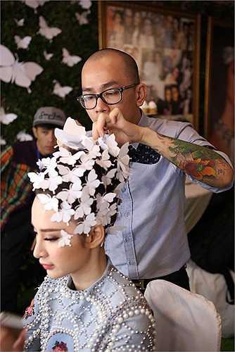 Angela Phương Trinh xuất hiện trong một chương trình thời trang.