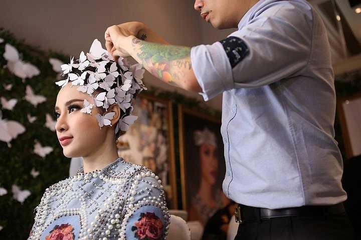 Cùng ngắm Angela Phương Trinh đẹp rạng ngời với váy cưới: