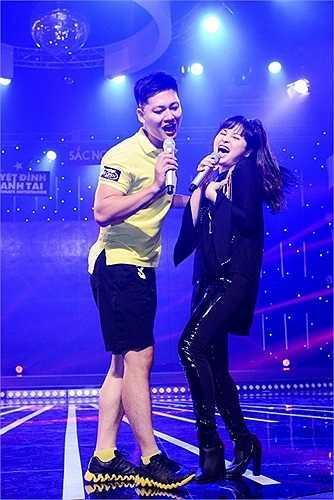 Dường như nhan sắc cũng vì thế mà biến cô ca sỹ vùng than Quảng Ninh này thành người phụ nữ không tuổi.