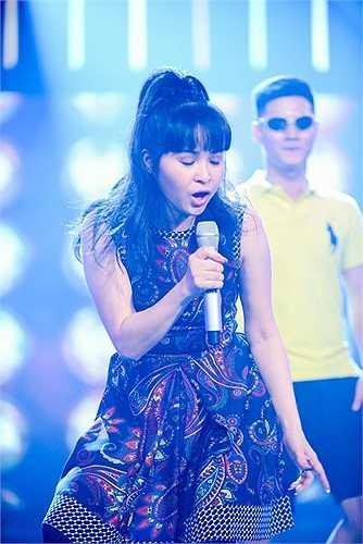 Chuyên hát những chất dân ca đương đại, thì đến với 'Tuyệt đỉnh tranh tài', Trang Nhung đã biến hóa hết mình.