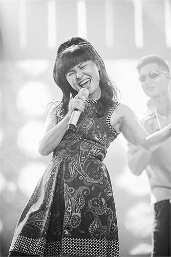 Và cũng giống như những ca sỹ khác, đến với cuộc thi, Trang Nhung quyết tâm đến cống hiến đến cùng.