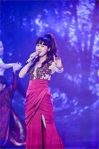 Đặc biệt, NTK Huy Trần sẽ giúp Trang Nhung không những tỏa sáng bằng âm nhạc, mà cô còn trở thành một ca sỹ thời trang đúng xu hướng âm nhạc mà cô muốn thể hiện.