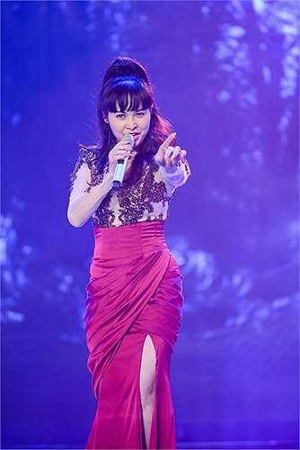 Trong 10 ca sỹ tham gia chương trình, Trang Nhung được coi là chị cả của nhóm.