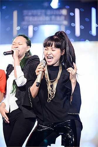 Bên cạnh đó cô cũng tự hào vì mình được sinh ra ở vùng đất đã sản sinh ra nhiều ngôi sao sáng chói cho nền âm nhạc Việt.