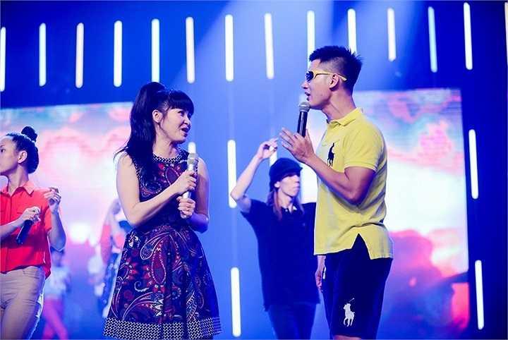 Đức Tuấn khẳng định, chất nghệ sỹ trong người Trang Nhung khiến cho anh kết hợp ăn ý hơn, hát 'sung' hơn.