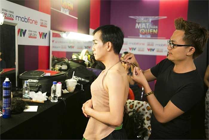 Tạm chia tay với thành công với 'Taxi' ở show 3, Minh Thuận lại tiếp tục chứng tỏ tài năng của mình qua sự hóa thân thành NSND Thúy Hường với bài hát 'Ngồi tựa song đào'.