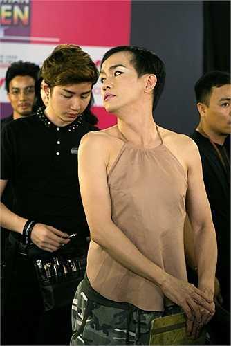 Quả không phụ lòng ban giám khảo và khán giả, sự xuất hiện của Minh Thuận trên sân khấu đã khiến cả khán phòng cổ vũ nhiệt tình vì sự xuất thần của anh.