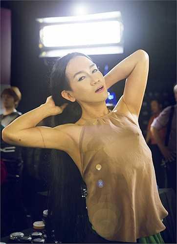 Tiết mục của Minh Thuận đã tái hiện lại những nét đẹp truyền thống rất đẹp của người phụ nữ Việt Nam.