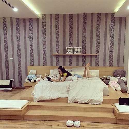 Căn phòng ngủ của vợ chồng Ngọc Thạch khiến nhiều cặp đôi phải ghen tỵ và thèm muốn.